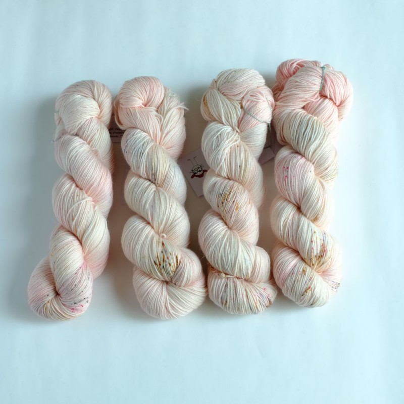 01 Sakura Saku - Merino Sock (4 skeins set)